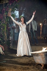 true-blood-212-maryann mariage